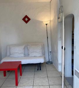 A seating area at Bienvenue chez vous