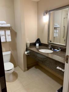 A bathroom at Holiday Inn Express Hotel & Suites North Sequim, an IHG Hotel