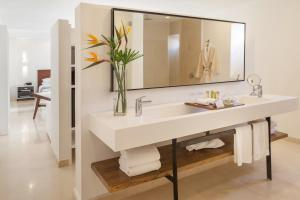 A bathroom at Nacar Hotel Cartagena, Curio Collection by Hilton