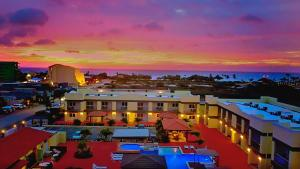 A view of the pool at Pearl Aruba Condos or nearby