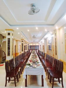 A restaurant or other place to eat at Anh Minh Hotel