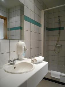 A bathroom at Château de Harzé