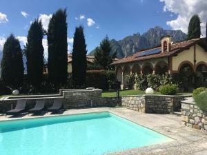 Het zwembad bij of vlak bij Villa Viola