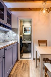 A kitchen or kitchenette at Mini apartmán Miró