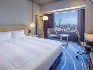 A bed or beds in a room at Swissotel Nankai Osaka