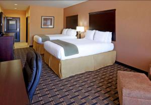 A bed or beds in a room at Comfort Inn & Suites Dallas Medical-Market Center