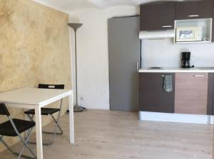 A kitchen or kitchenette at A deux et au Soleil !