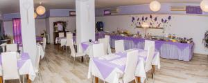 A restaurant or other place to eat at Hotel Villa Rosa
