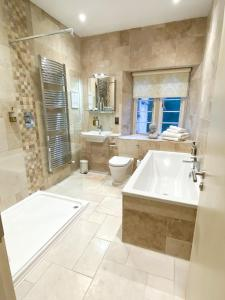A bathroom at The Northey Arms