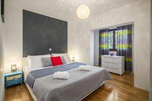 A bed or beds in a room at Urban Premium Apartments