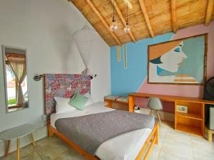 A bed or beds in a room at Puerto Bamboo