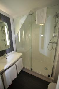 A bathroom at ibis Granville Port De Plaisance