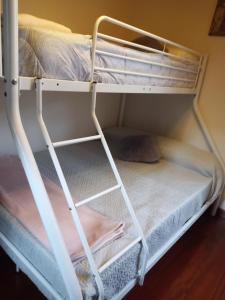 A bunk bed or bunk beds in a room at Vivienda Turísitica A Petada de San Clodio