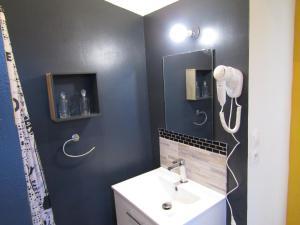 A bathroom at Chambre d'hôtes Au Nid du Thil