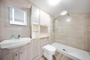 A bathroom at Inspire Homes - Joe's Cottage