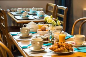 Breakfast options available to guests at Astrid