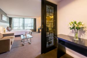 A seating area at Hotel Soul Suzhou