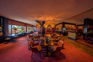 A restaurant or other place to eat at Van der Valk Hotel A4 Schiphol