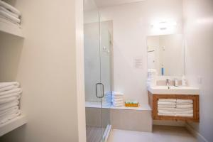 A bathroom at 1906 Mission