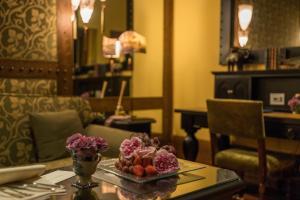 Um restaurante ou outro lugar para comer em Hotel Bernini Palace