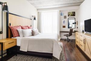 A bed or beds in a room at Hotel Indigo Athens - University Area, an IHG Hotel