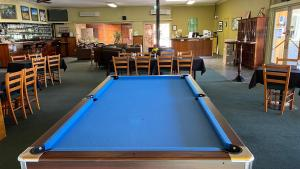 A pool table at Bucketts Way Motel Gloucester