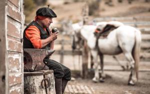 Montar a caballo en la posada u hostería o alrededores