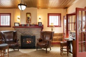 The lobby or reception area at Chamberlin Inn