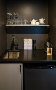 A kitchen or kitchenette at Hotel Montreal