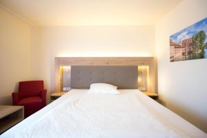 A bed or beds in a room at Arvena Park Hotel
