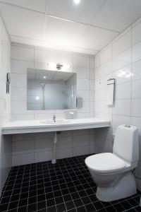 Ett badrum på Järva Park Hotel