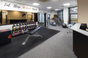 The fitness center and/or fitness facilities at Crowne Plaza Glasgow, an IHG Hotel