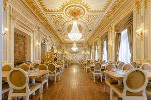 Un restaurante o sitio para comer en Hotel Borges Chiado