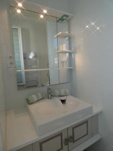 A bathroom at La Surprise