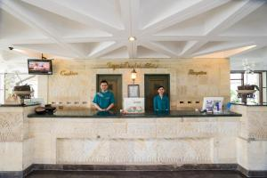 The lobby or reception area at Royal Orchids Garden Hotel & Condominium