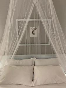 A bed or beds in a room at Park Hotel Imperatore Adriano