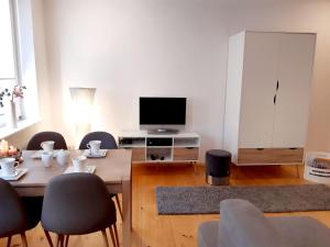 A television and/or entertainment center at Ferienwohnung Familie Schmidt