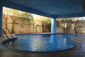 A piscina localizada em Gulf Delmon ou nos arredores