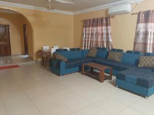 Coin salon dans l'établissement Villa Chambre A climatisée douche Cuisine salon
