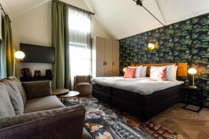 Een bed of bedden in een kamer bij Boutique Hotel Rijks I Kloeg Collection