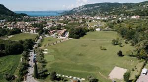 Blick auf Poiano Garda Resort Hotel aus der Vogelperspektive
