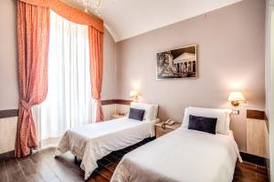 A bed or beds in a room at Hotel San Valentino