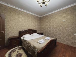 Кровать или кровати в номере Отель Снежная Королева Домбай