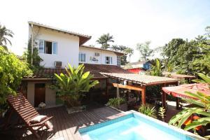 Uma vista da piscina em Che Lagarto Paraty ou nos arredores