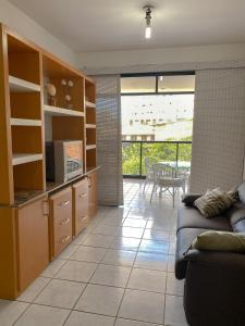 Uma área de estar em Apartamento 4 qtos c/vista para o mar