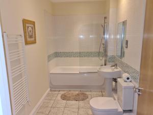 A bathroom at The Avenue