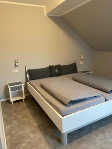 A bed or beds in a room at Hotel Kellermann
