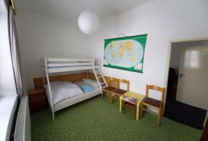 Двухъярусная кровать или двухъярусные кровати в номере Privát Saxán