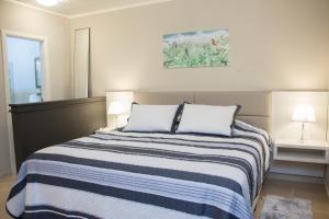 A bed or beds in a room at HOTEL POUSADA PINHEIROS DO CARACOL