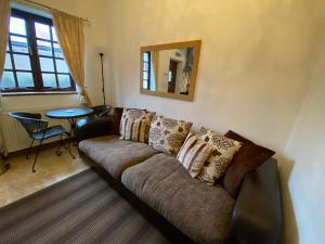 A seating area at Thompsons Arms Cottages